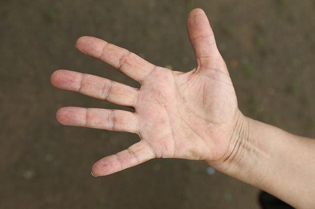 hand-825680_640