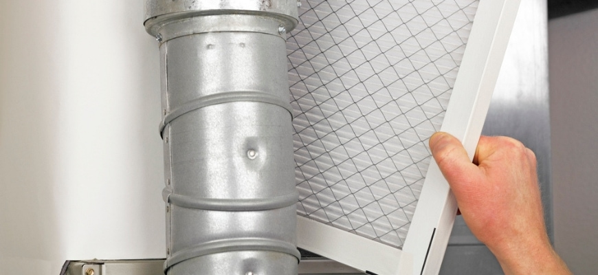 hand holding furnace filter