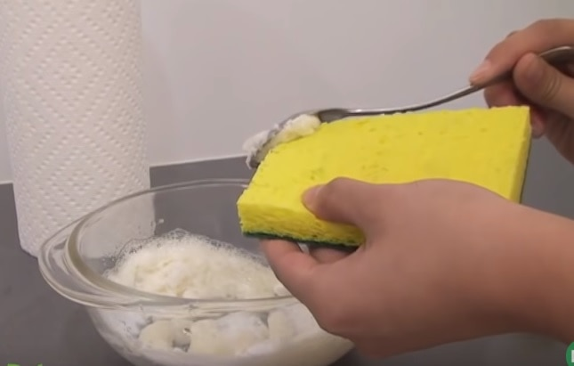 Mixture of eco-friendly products putting to sponge using tablespoon