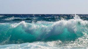 Ocean's waves in daylight